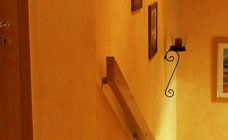 stilvoll eingerichtetes Treppenhaus